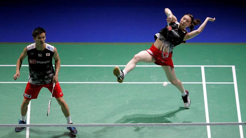 Ganda campuran China Zheng Siwei (kiri) dan Huang Yaqiong. - Reuters/Vincent Kessler