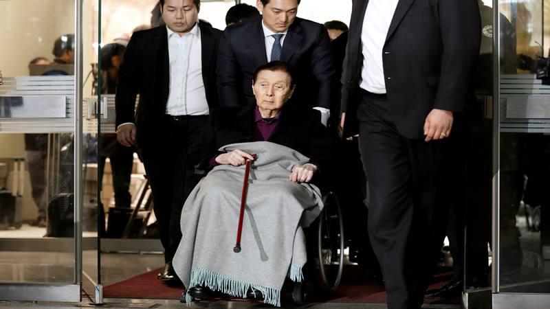 Pendiri Lotte Group Shin Kyuk-ho tiba untuk diadili di pengadilan di Seoul, Korea Selatan, 20 Maret 2017. - Antara