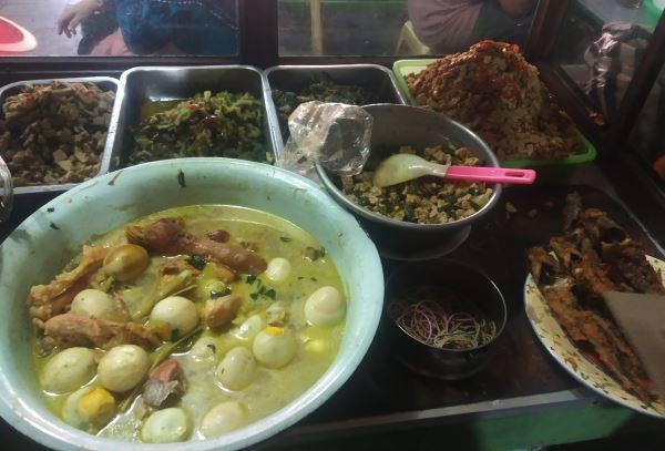 Menu di warung nasi Pak Sukir di Pasar Beringharjo, Kota Jogja. - Harian Jogja/Salsabila Annisa Azmi