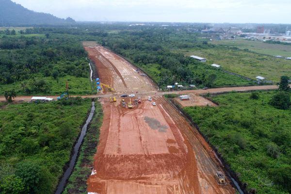 Foto areal pembangunan jalan tol Padang-Sicincin, Rabu (4/12/2019)./Bisnis - Arief Hermawan P.
