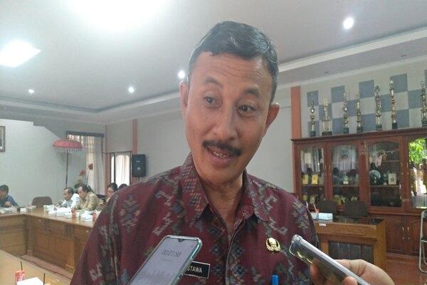 Kepala Dinas Pariwisata Provinsi Bali Putu Astawa diwawancarai seusai diskusi mengenai Tata Kelola Pariwisata Bali di Kantor Pariwisata, Selasa (21/1/2020). - Bisnis/Busrah Ardans