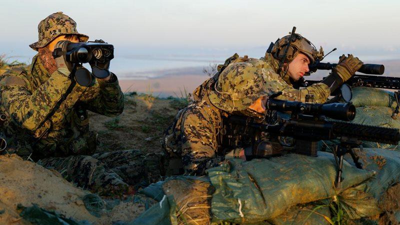 Anggota pasukan khusus Korea Selatan dan AS mengambil bagian dalam latihan militer gabungan di pangkalan Angkatan Udara Gunsan, Korea Selatan, 12 November 2019. - REUTERS