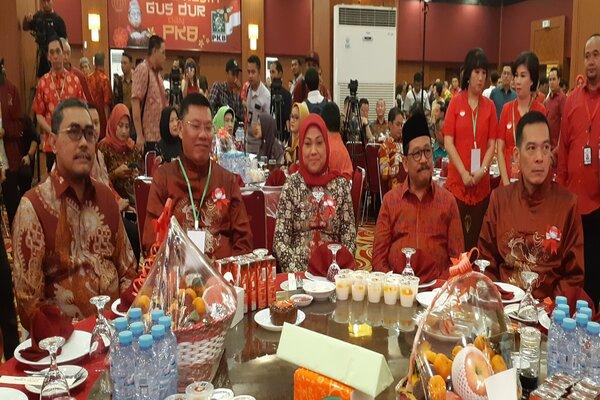 Menaker Ida Fauziah (tengah) tampak menghadiri perayaan Imlek bersama para pengurus PKB dan komunitas Tionghoa.