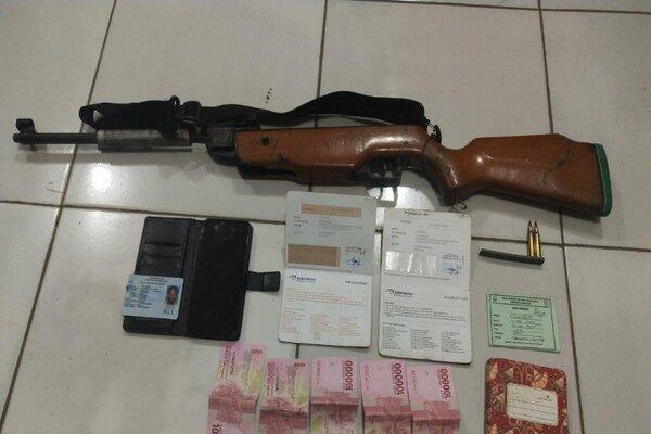 Barang bukti yang diamankan saat penangkapan KKB di Nabire, Senin (20/1/2020). - Antara/Humas Polda Papua