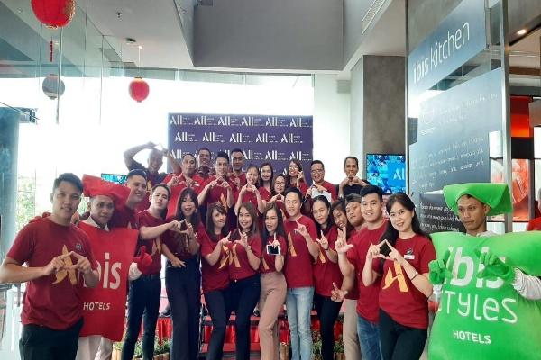 All talents & Management Ibis Manado City Center Boulevard berfoto bersama usai peluncuran program ALL di Kota Manado, Sulawesi Utara, Kamis (23/1 - 2020).  sumber: istimewa