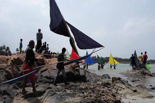 Peserta Lomba Jong saat bersiap di kawasan pantai Tanjung Mak Dara, Nongsa, Batam - Bisnis/Bobi Bani