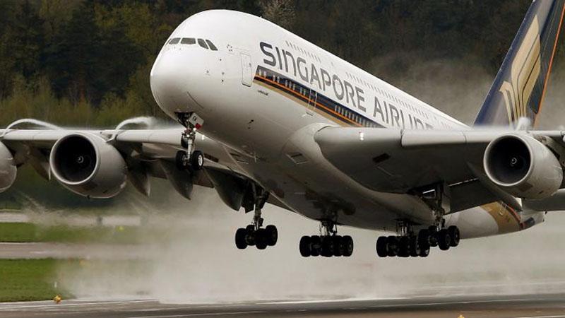 Pesawat Singapore Airlines - Reuters/Arnd Wiegmann