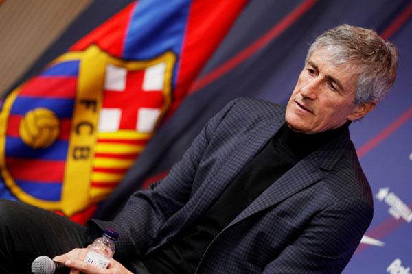 Pelatih Barcelona Quique Setien Solar - Reuters/Albert Gea
