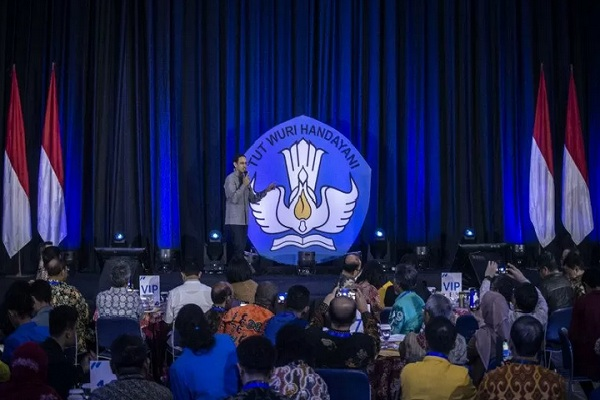Menteri Pendidikan dan Kebudayaan (Mendikbud) Nadiem Anwar Makarim menyampaikan Program dan Kebijakan Pendidikan Tinggi bertajuk Merdeka Belajar: Kampus Belajar di Gedung Kemendikbud, Jakarta, Jumat (24/1/2020). - Antara