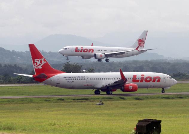 Aktivitas penerbangan pesawat Lion Air di Sultan Hasanuddin International Airport Makassar (SHIAM), Sulawesi Selatan, Senin (18/2/2019). - Bisnis/Paulus Tandi Bone