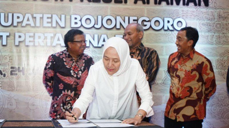 Penandatanganan kesepakatan antara Pertamina EP dengan Pemkab Bojonegoro.  - ANTARA / Pertamina EP)