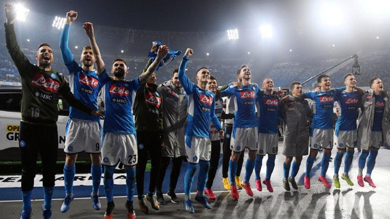 Pemain Napoli merayakan kemenangan atas Juventus. - Reuters/Alberto Lingria