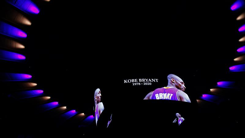 Penghormatan untuk mantan pemain bola basket Los Angeles Lakers Kobe Bryant, sebelum dimulainya pertandingan basket NBA antara New York Knicks dan Brooklyn Nets di Madison Square Garden, 26 Januari 2020. - Reuters