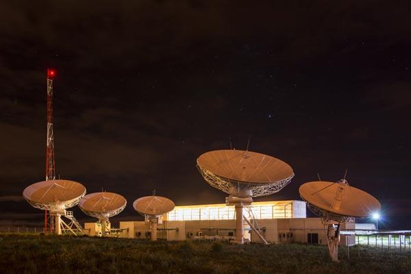 Parabola Satelit. - Bloomberg)