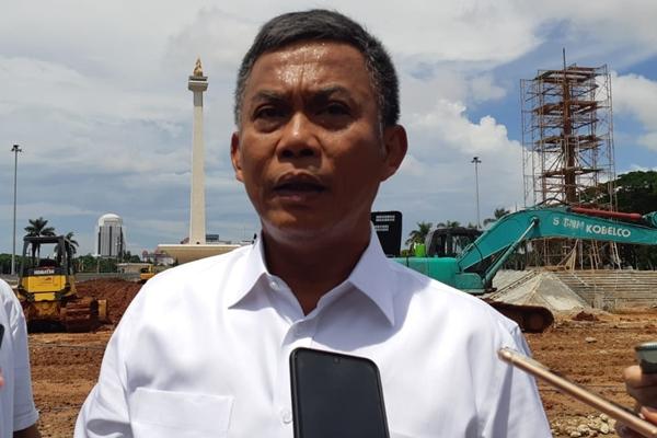Ketua DPRD DKI Jakarta Prasetio Edi Marsudi saat melakukan sidak revitalisasi kawasan Monas Jakarta, Senin (27/1/2020) - Bisnis/Feni Freycinetia