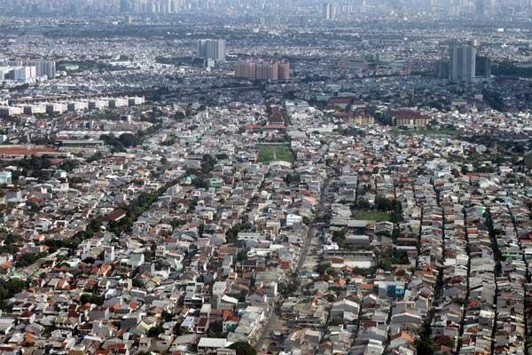 Foto udara kawasan padat penduduk di Jakarta, Kamis (20/12/2018). - ANTARA/Yulius Satria Wijaya