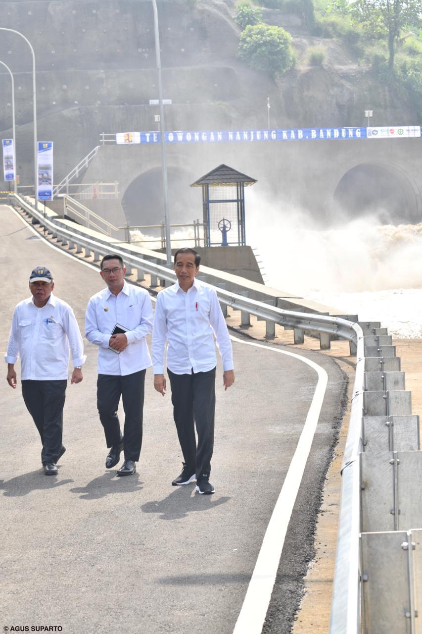 Presiden Joko Widodo meresmikan Terowongan Nanjung, Curug Jompong, Desa Lagadar, Kecamatan Margaasih, Kabupaten Bandung, Jawa Barat, Rabu (29/1/2020). - Istimewa/Agus Suparto