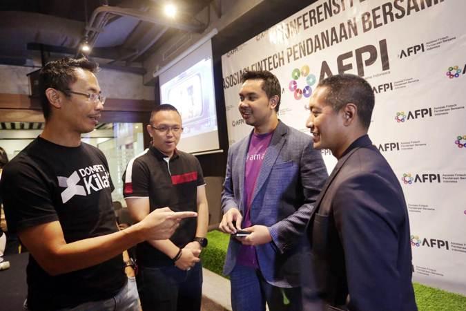 CEO Dompet Kilat Sunu Widyatmoko (dari kiri), CEO Kimo Bernard Martian, CEO dan Founder Amartha Andi Taufan dan Co-Founder and CEO Investree Adrian Gunadi berbincang usai konferensi pers di Jakarta, Kamis (16/5/2019). - Bisnis/Nurul Hidayat