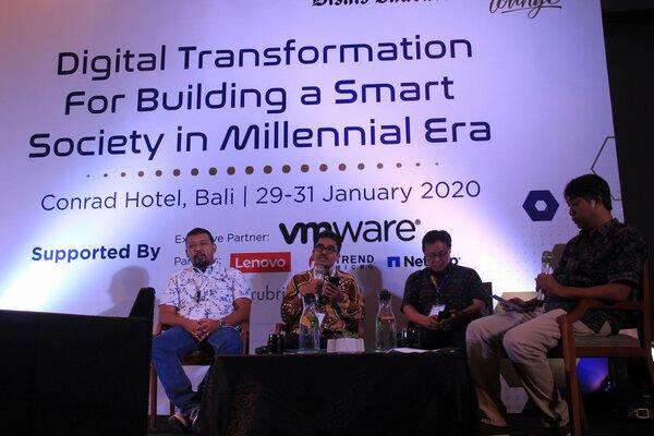 Para pemateri Diskusi dalam seminar Digital Transformation for Building a Smart Society in Millenial Era yang digelar Bisnis Indonesia di Bali, Kamis (30/1/2020). - Bisnis/Busrah Ardans