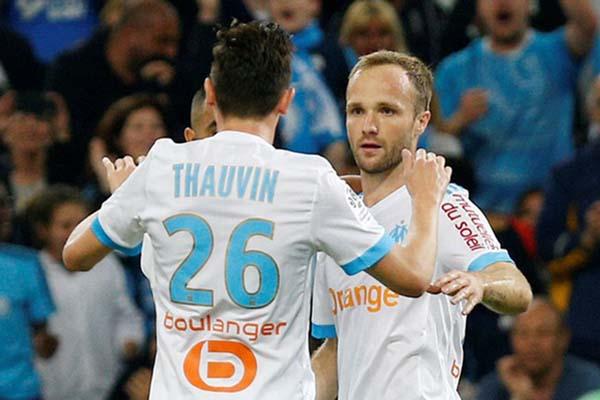Duo bomber Marseille, Valere Germain (kanan) dan Florian Thauvin. - Reuters/Philippe Laurenson