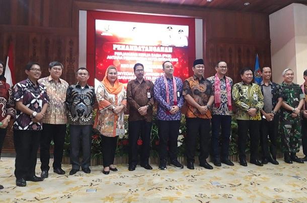 Kerja sama Pemkot Semarang dengan KSO BPS-Moratelindo tentang Penyediaan Pelayanan Publik Prasarana Pasif Telekomunikasi (ducting). - Bisnis/Alif Nazzala Rizqi
