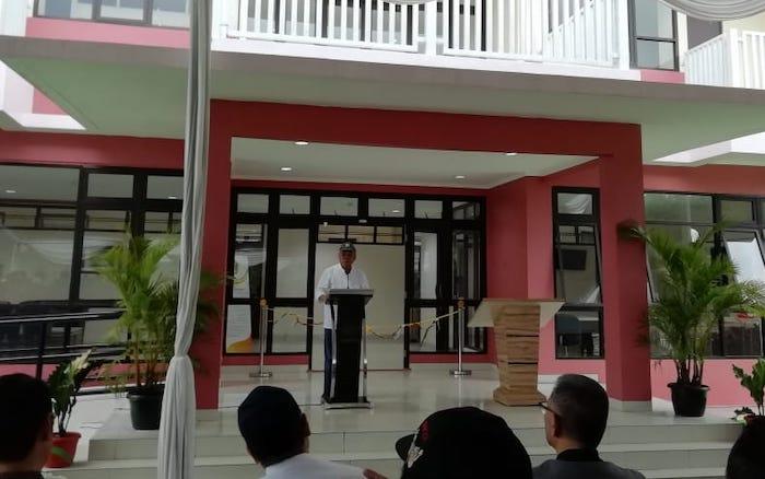 Menteri Pekerjaan Umum dan Perumahan Rakyat (PUPR) Basuki Hadimuljono meresmikan rumah susun mahasiswa di Universitas Padjadjaran, di Bandung, Sabtu (1/2/2020) - Bisnis.com/Novianti Siswandini.