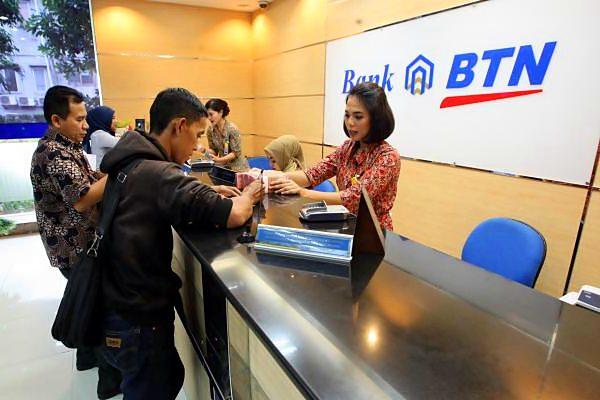 Layanan nasabah di kantor PT Bank Tabungan Negara Tbk (BTN) di Jakarta. - JIBI/Dedi Gunawan