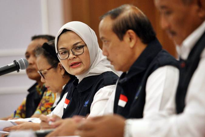 Kepala Badan Pengawas Obat dan Makanan BPOM Penny K. Lukito memberikan penjelasan mengenai temuan sejumlah makanan dan kopi dalam kemasan yang dinilai diedarkan secara illegal  di Jakarta, Senin (20/5/2019). - Bisnis/Dedi Gunawan