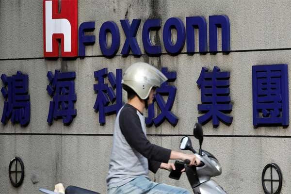Foxconn Technology Group adalah sebuah perusahaan multinasional yang berlokasi di Taiwan yang berkantor pusat di Tucheng, Taiwan dan merupakan bagian dari Hon Hai Precision Industry Co Ltd. Foxconn adalah pembuat komponen elektronik terbesar di dunia, termasuk pencetakan papan sirkuit. - Reuters