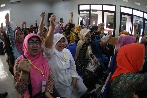 Sekolah Lansia di Kota Bandung - Bisnis/Dea Andriyawan
