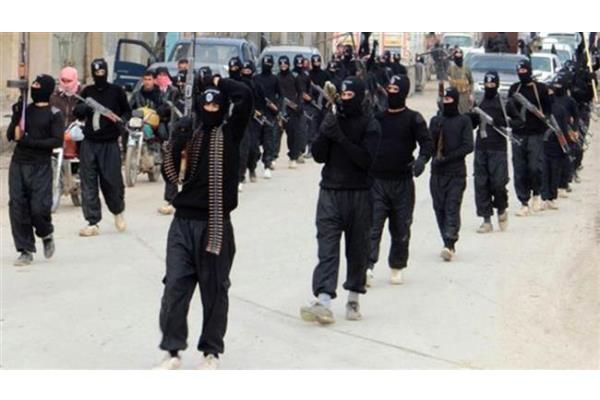 Ilustrasi-Kelompok militan ISIS saat memasuki kota Tell Abyad di wilayah utara Syria - Reuters/arsip
