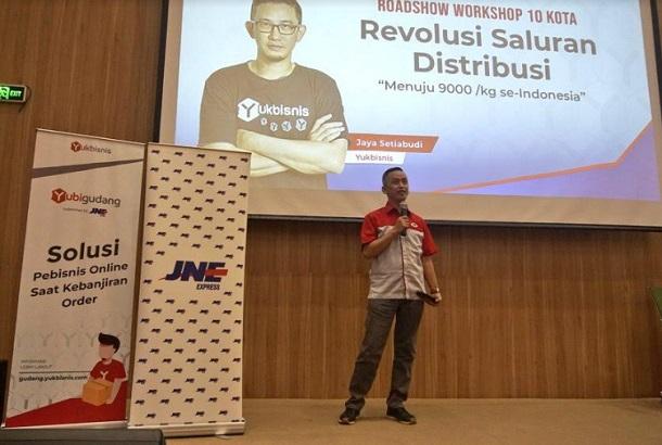 Branch Manager JNE Bandung, Iyus Rustandi - Bisnis/Dea Andriyawan