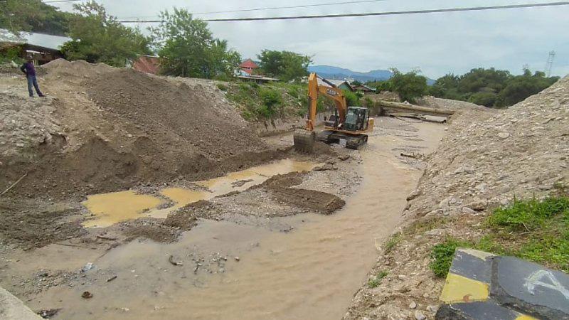 Salah satu sungai di Wasior Teluk Wondama, yang rentan meluap dan dapat menjadi penyebab banjir di daerah tersebut. Sejumlah alat peringatan dini banjir di daerah tersebut tak lagi berfungsi karena rusak dan kurang perawatan. - Antara/Toyiban