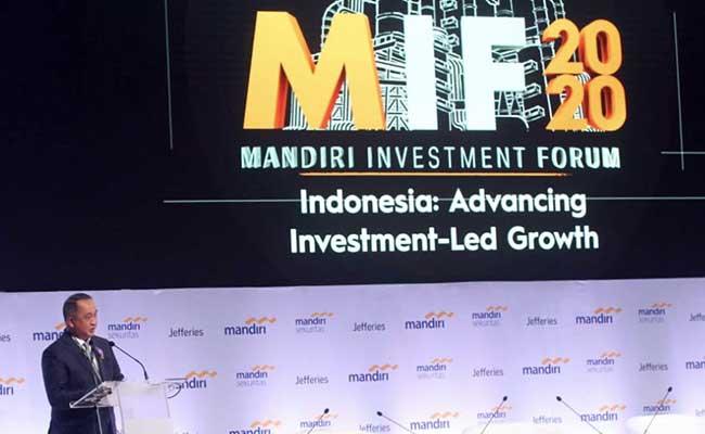 Direktur Utama Bank Mandiri Royke Tumilaar memberikan sambutan dalam acara Mandiri Investment Forum 2020 di Jakarta, Rabu (5/2). Seminar yang mengangkat tema Advancing Investment-Led Growth ini diselenggarakan untuk mendorong partisipasi swasta di sektor investasi, sehinga momentum pertumbuhan ekonomi nasional terjaga.Bisnis - Arief Hermawan P