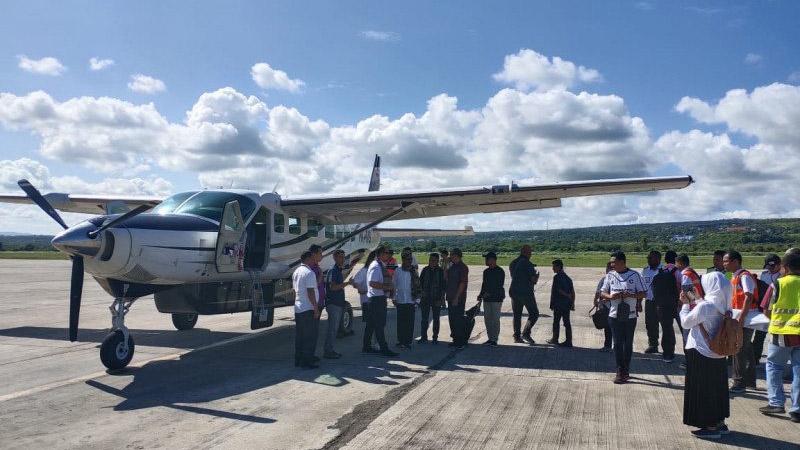 Peresmian pembukaan rute perdana Dimonim Air rute Kupang-Sabu-Waigapu di bandara El Tari Kupang. - Antara Foto/Humas Bandara El Tari