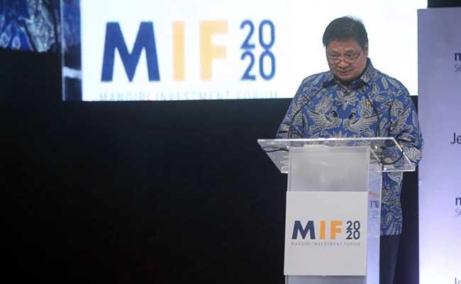 Menteri Koordinator Bidang Perekonomian Airlangga Hartarto memberikan sambutan dalam acara Mandiri Investment Forum 2020 di Jakarta, Rabu (5/2). Seminar yang mengangkat tema Advancing Investment-Led Growth ini diselenggarakan untuk mendorong partisipasi swasta di sektor investasi, sehinga momentum pertumbuhan ekonomi nasional terjaga.Bisnis - Arief Hermawan P