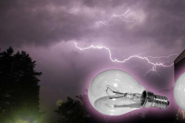 Ilustrasi listrik padam karena banjir. - Antara