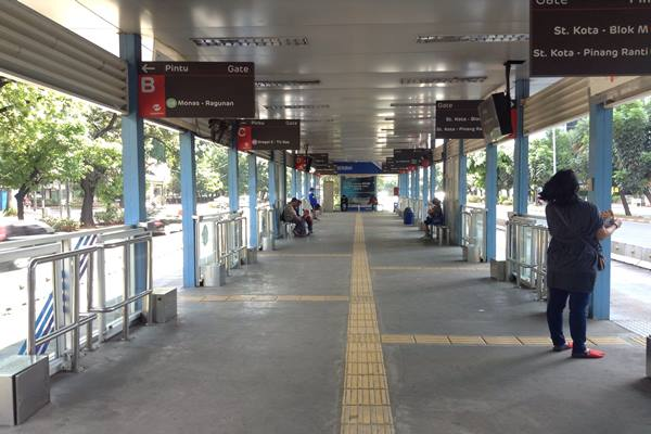 Halte Transjakarta - Nirmala Aninda