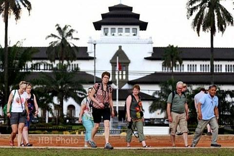Wisman kunjungi Gedung Sate di Bandung. - JIBI/Rachman