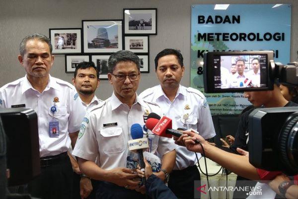Deputi Bidang Meteorologi BMKG Mulyono R Prabowo memberikan keterangan di Jakarta, Sabtu (8/2/2020), mengenai cuaca di bulan Februari. ANTARA - Aditya Ramadhan
