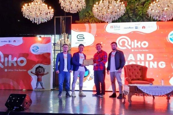 Direktur Utama BNI Syariah, Abdullah Firman Wibowo (dua dari kanan); bersama Pendiri Garis 10, Yuda Wirafianto (paling kiri); Arie Kuncoro (dua dari kiri); dan Teuku Wisnu (paling kanan) dalam acara Grand Launching animasi Riko The Series di Hallf Patiunus, Minggu (9/2 - 2020).