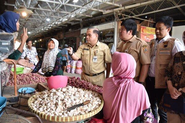 TPID Jateng sidak harga bawang putih di Pasar Johar Semarang.