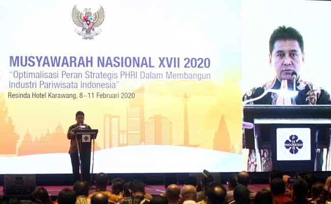 MUNAS PHRI XVII Ketua Umum Perhimpunan Hotel dan Restoran Indonesia (PHRI) Hariyadi Sukamdani memberikan sambutan saat membuka musyawarah nasional PHRI XVII di Karawangan, Jawa Barat, Senin (10/2/2020). Acara yang digelar pada 8--10 Februari 2020 selain mengagendakan pemilihan ketua umum untuk masa jabatan 2020--2025 sekaligus untuk perayaan ulang tahun PHRI ke-51. Bisnis - Triawanda Tirta Aditya