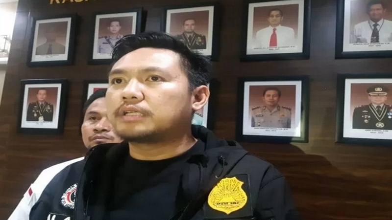 Kanit II Satuan Reserse Narkoba Polres Metro Jakarta Barat Ajun Komisaris Polisi Maulana Mukarom menyampaikan perkembangan kasus pskotropika selebritis Lucinta Luna di Jakarta, Selasa (11/2/2020). - Antara