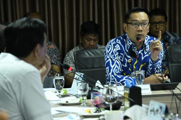 Gubernur Jabar Ridwan Kamil (kanan) - Bisnis/Wisnu Wage