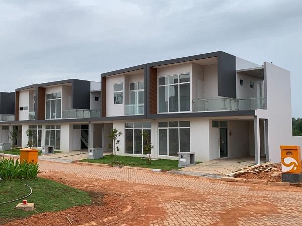 Sinar Mas Land melalui Proyek Nuvasa Bay, melakukan serah terima unit The Nove Residence fase 1 kepada para pembeli. Serah terima kunci ini merupakan bukti keseriusan perusahaan dalam membangun Nuvasa Bay. - JIBI/Istimewa