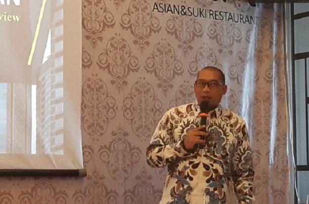 Kepala BEI Riau Emon Sulaeman memaparkan tentang perkembangan dan target BEI Riau di Pekanbaru, Kamis (13/2/2020). - Bisnis/Dwi Nicken Tari