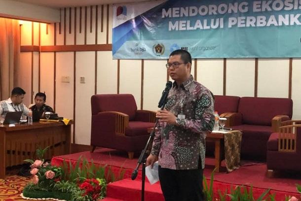 Direktur Utama PT Bank BJB Syariah Indra Falatehan memberikan pemaparan dalam acara SAWAL