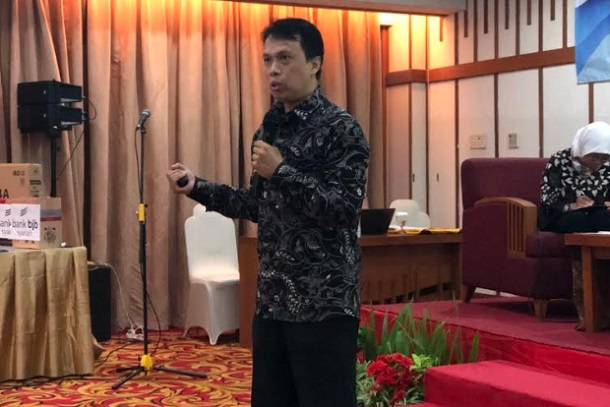 Ketua Prodi Ekonomi Islam Universitas Padjadjaran Cupian menjelaskan mengenai potensi industri syariah. - Bisnis/Leo Dwi Jatmiko