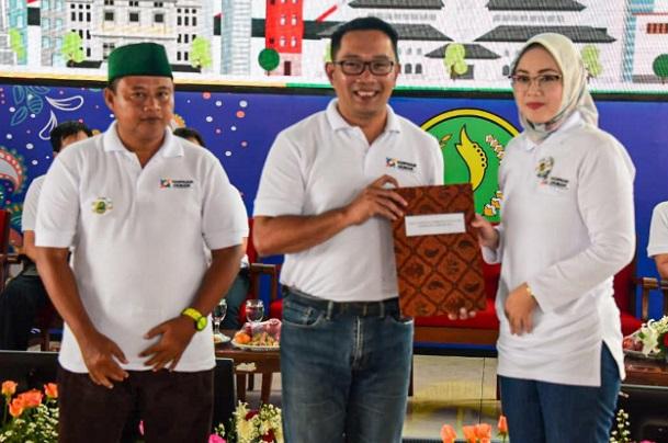 Bupati Purwakarta Anne Ratna Mustika (kanan) bersama Gubernur Jabar Ridwan Kamil dan Wagub Jabar Uu Ruzhanul Ulum - Istimewa